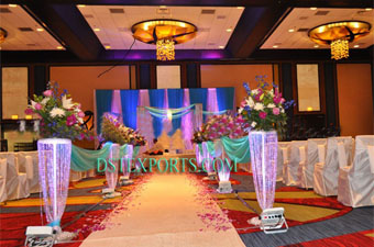 Elegant Crystal Pillars As Wedding Walkway